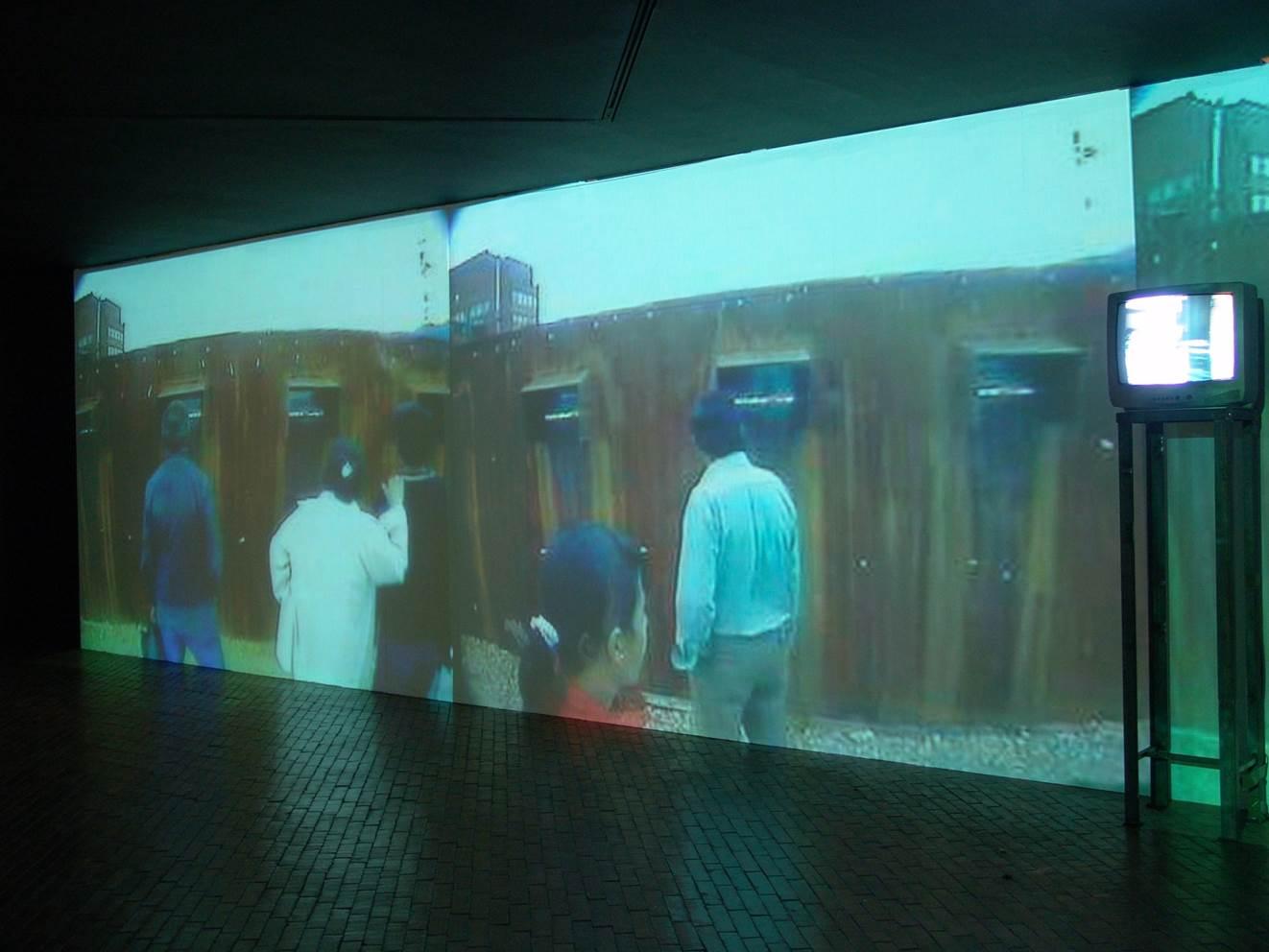 [Image 5 - La limpieza de los establos de Augías, Museum of Modern Art/Tercer Milienio park, Bogota, 2004, photograph by Rolando Vargas © Mapa Teatro Archive]