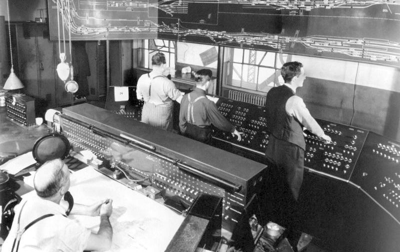 [Image 6 - Interior of the Wellington tower, showing switchman and technicians at console, c. 1948. Source: Musée canadien des sciences et technologies]