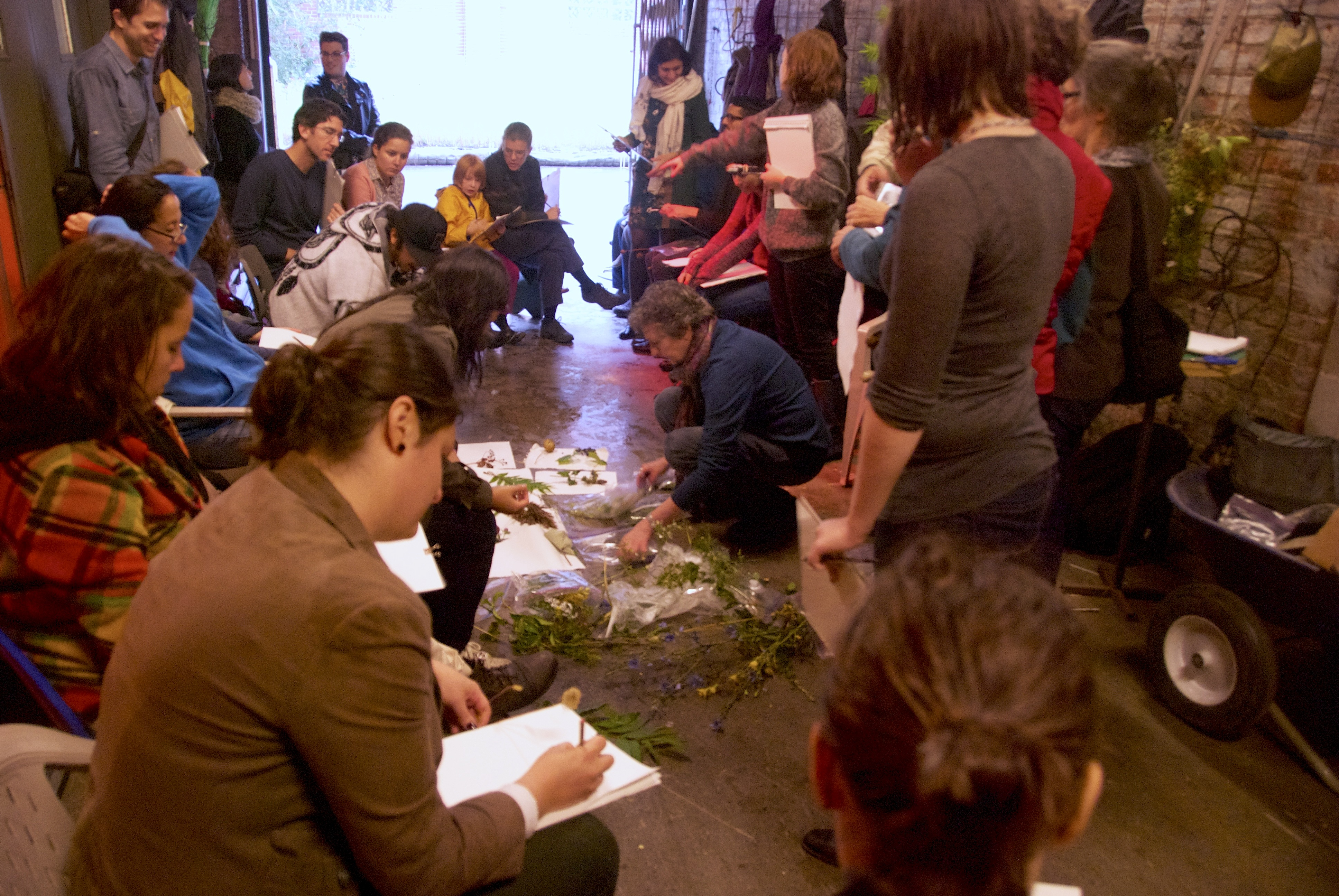 [Image 24 - Jessie Hart leads the drawing phase of the Urban greening lab, 13 September 2014. Photo: S. Janssen]
