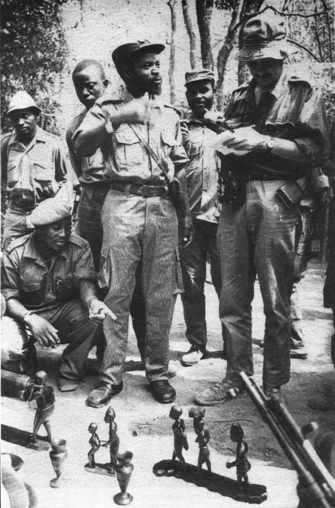 [Image 1. British journalist Iain Christie interviewing Samora Machel at a FPLM blackwood cooperative in Cabo Delgado, 1973. From: Iain Christie, Samora Machel, a Biography (London: Panaf, 1989): 22.]