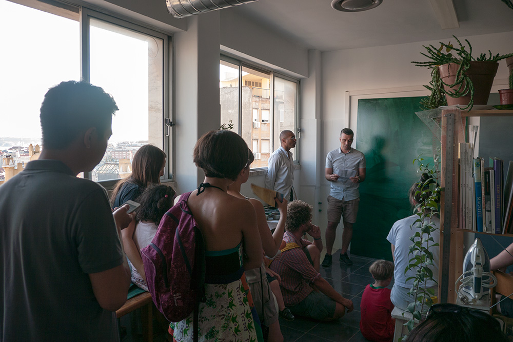 [Image 5: Artist in residency Irineu Destourelles. Open day session.]
