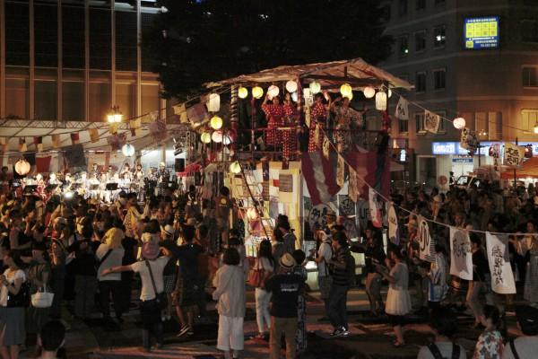 [Image 2. Project FUKUSHIMA! obon dance, Festival FUKUSHIMA! 2015, Fukushima City. Photo: Shiigi Shizune]